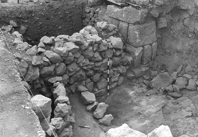 ממצאים ארכאולוגיים בראש פנה